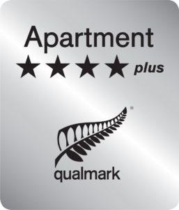 Qualmark 4 Star Plus Apartment Logo